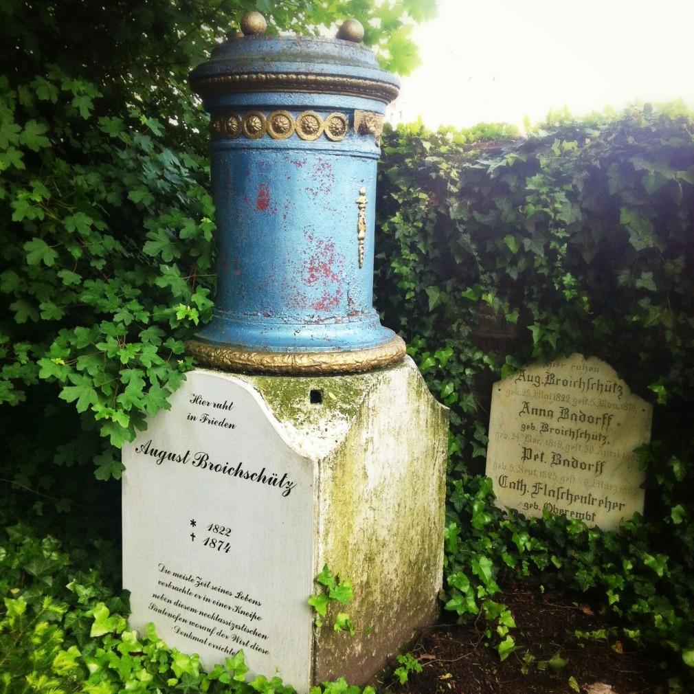 Köln - Melatenfriedhof: Neoklassizistischer Säulenofen