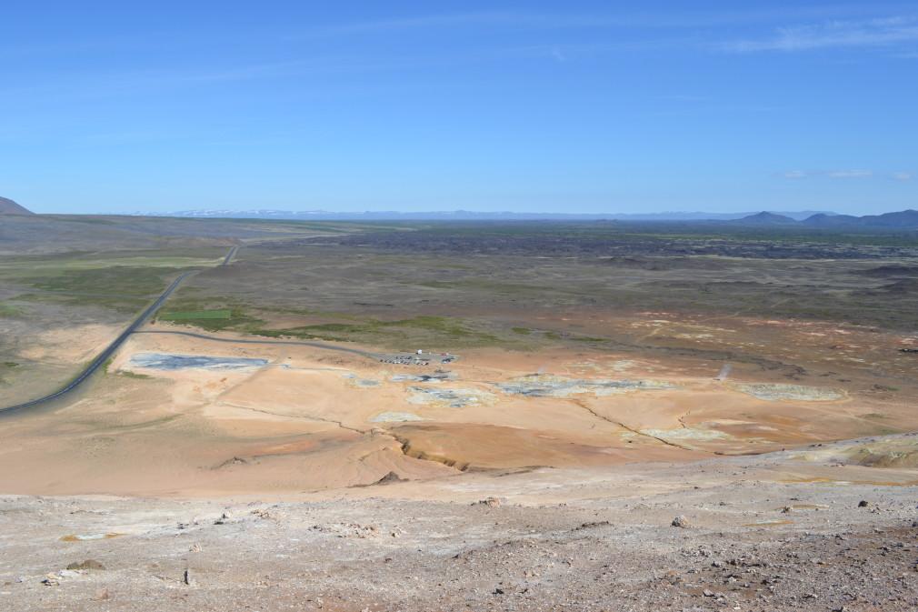 Blick vom Berg Námafjall auf das Hochtemperaturgebiet Hverarönd