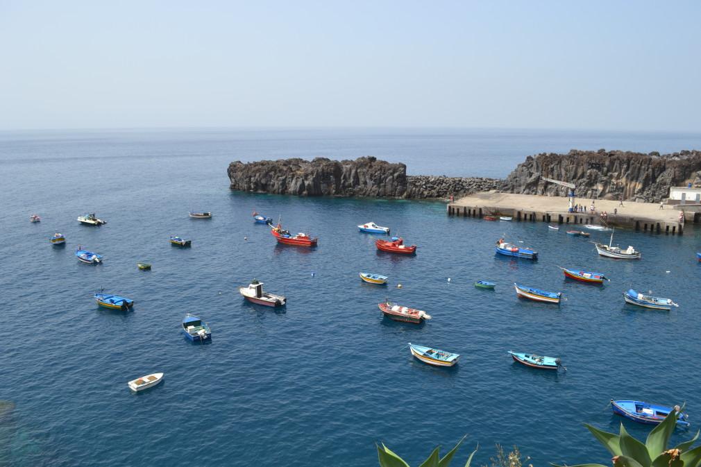 Fischerboote im Hafen von Câmara de Lobos