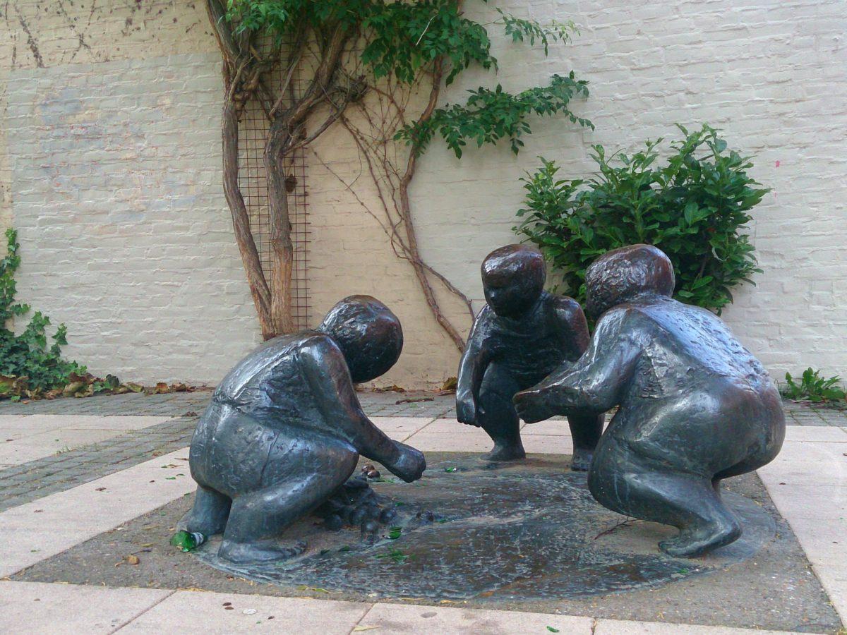 Maastricht: Skulptur spielende Kinder