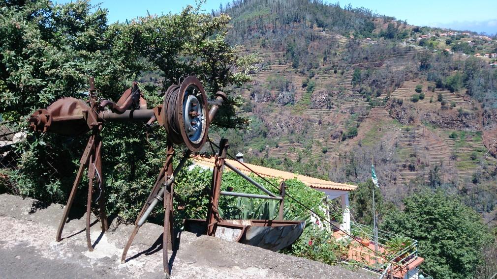 Eine Seilwinde im Ort Camacha.