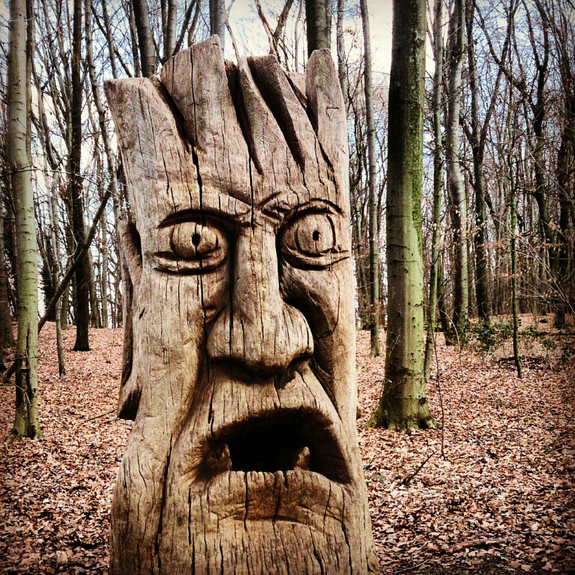 """""""Wächter des Waldes"""" mit seinem """"Mund der Wahrheit"""""""