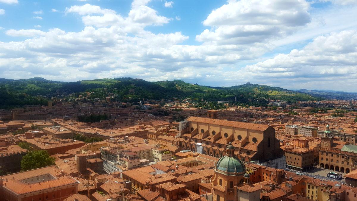 Blick auf die Basilika San Petronio vom Torre Asinelli