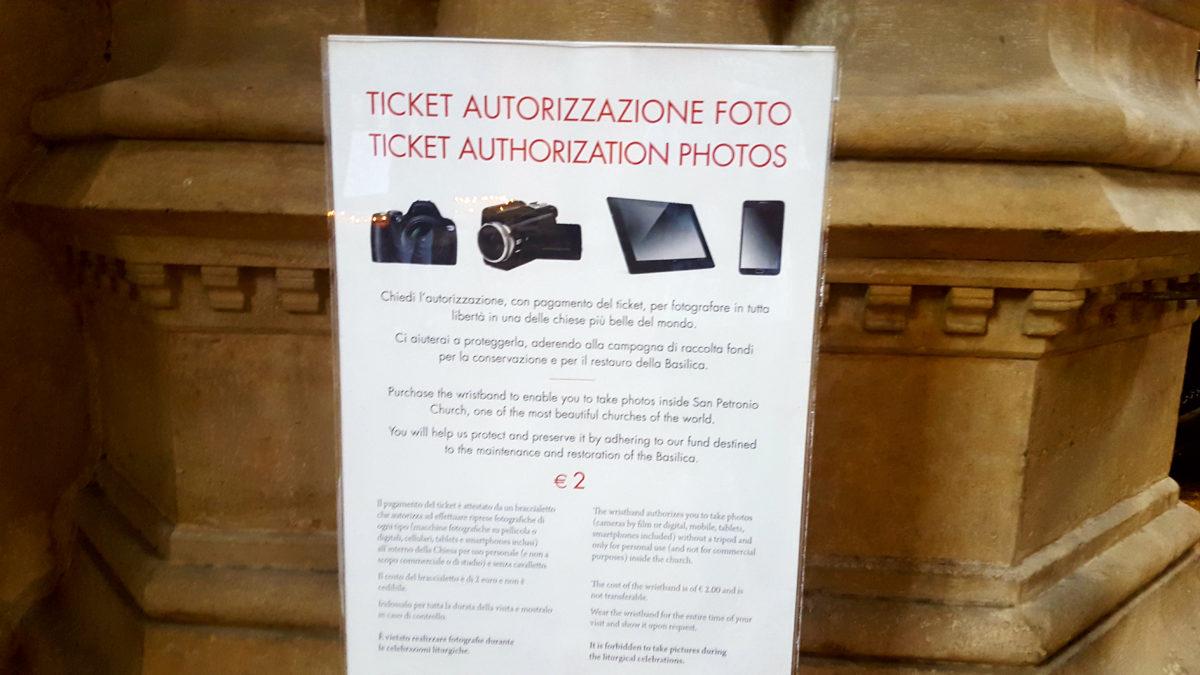 Es kostet Geld, im Inneren der Basilika San Petronio zu fotographieren - es lässt sich jedoch auch heimlich fein fotografieren. :)