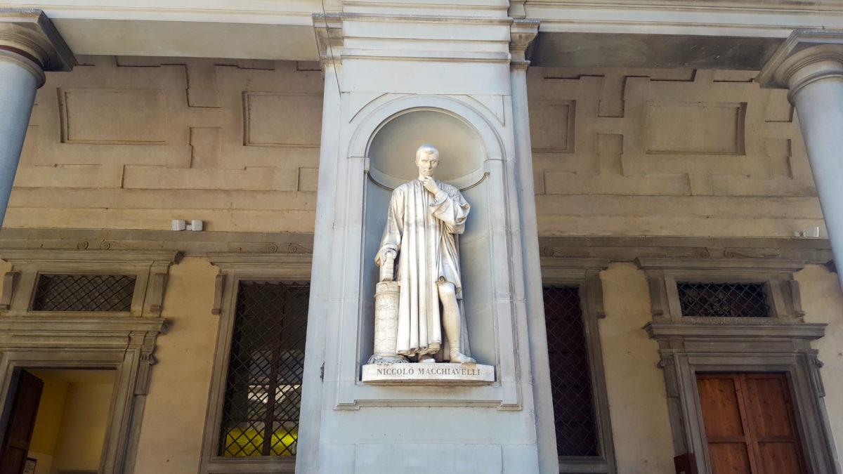 Statue Niccolò Machiavellis in den Uffizien