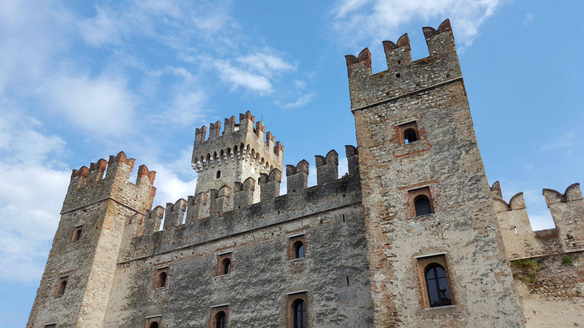 Die Scaligerburg (Castello Scaligero) in Sirmione