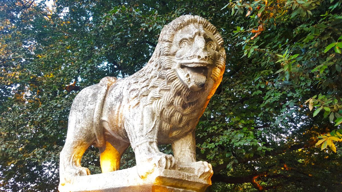 Löwenskulptur in Lucca