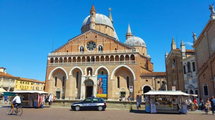 Front der Basilika des Heiligen Antonius