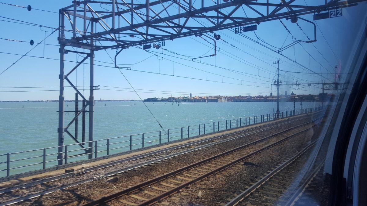 Mit der Bahn nach Venedig - der erste Blick auf die Stadt