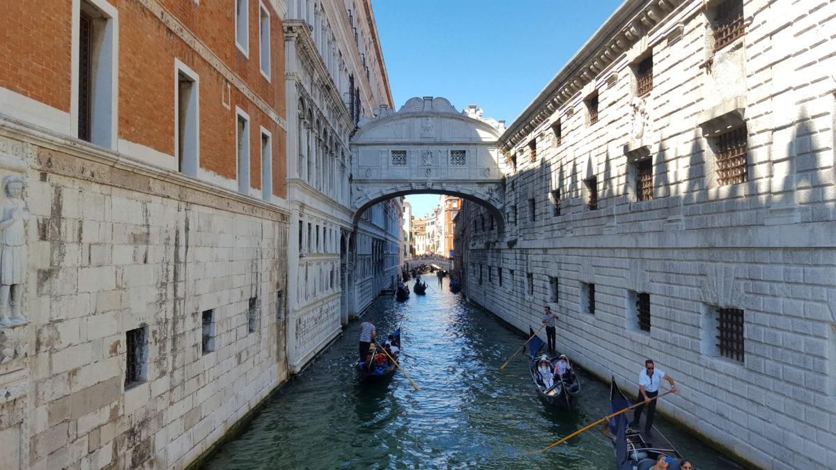 Die Seufzerbrücke in Venedig