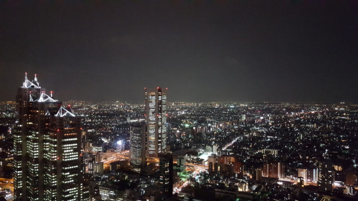 Tokyos Skyline bei Nacht