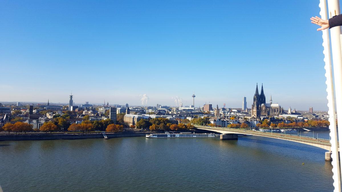Blick auf den Kölner Dom vom Riesenrad der Deutzer Kirmes