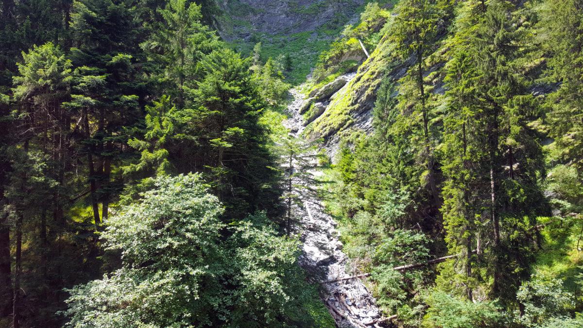 In der Viamala: Blick auf die umliegenden Berge