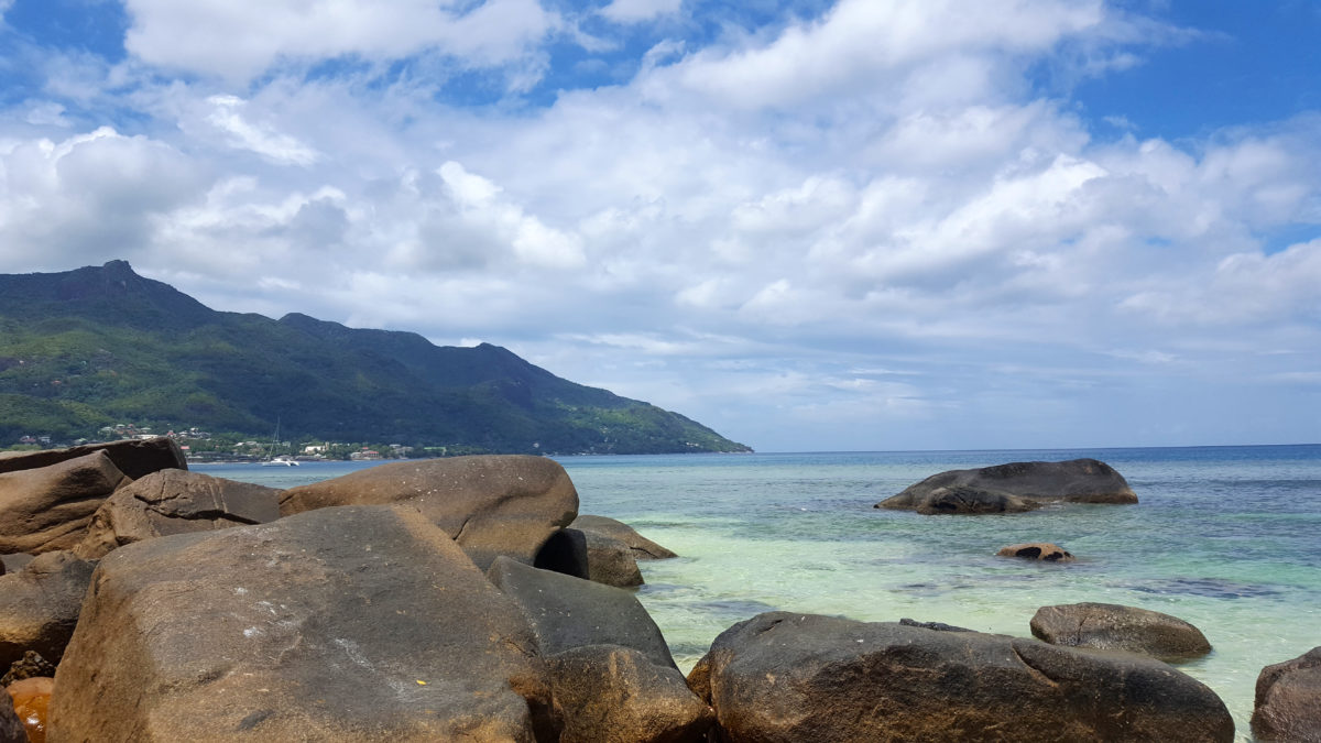 Granitfelsen am Beau Vallon Beach